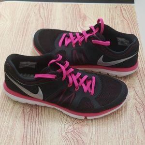 Nike flex 2014 Run size 9.5 black & hot pink